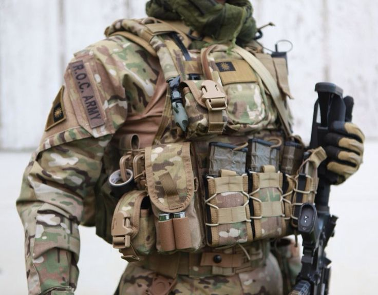 Great US Army Loadout - NOTE pouches, pouch placement, grimlocks, electrical tape, hydration, etc.