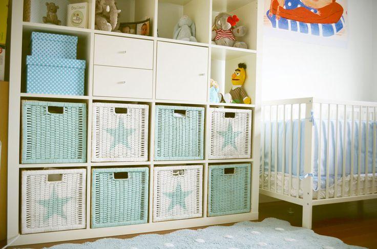 DIY: Orden en la habitación con cestas pintadas con chalk paint en spray y stencil de estrella.