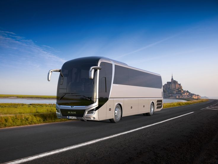 A smart exterior with plenty underneath: the new MAN Lion's Coach