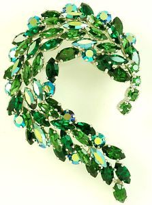 SHERMAN SIGNED LARGE TIERED RHINESTONE BROOCH PRISTINE CONDITION GORGEOUS GREENS