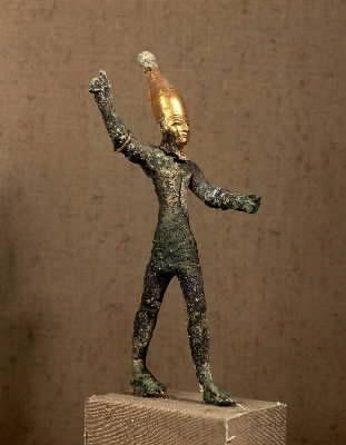 Estatua de un dios combatiente realizado en bronce, plata y oro (Ugarit.