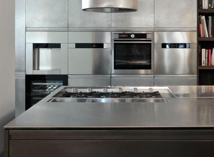 Kitchen with island MONOLIT 45° OXIDE BRONZE by Xera by Arex design Daniele Lo Scalzo Moscheri
