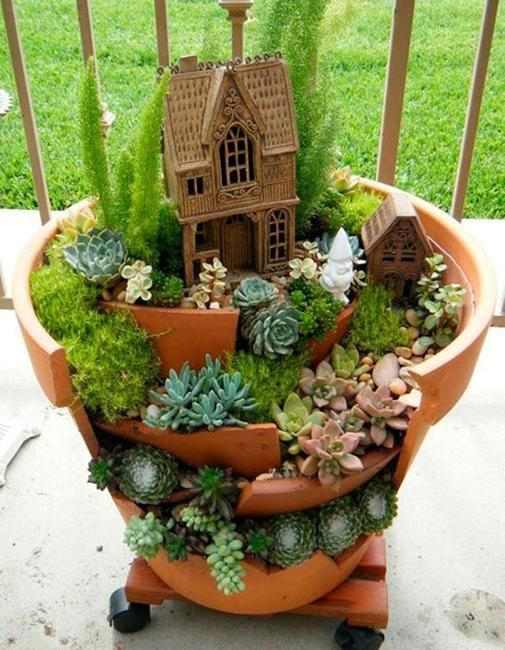 22 Miniature Garden Design Ideas to Enjoy Natural Beauty in City Homes and Small Outdoor Rooms.