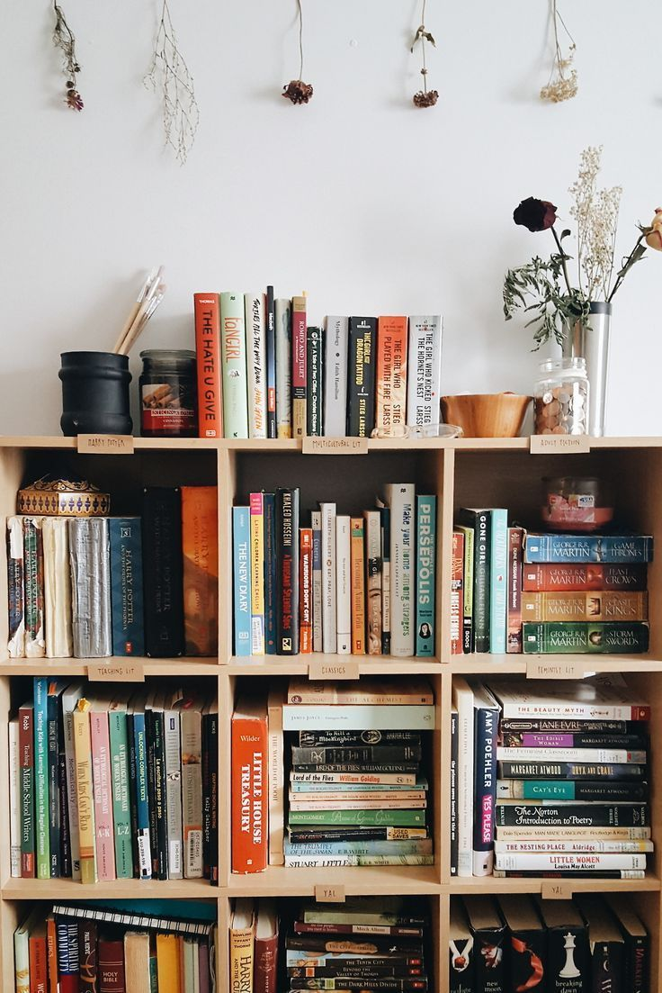 26 Bookshelf Ideas To Decorate Room And Organize Your Book Goruntuler Ile Oturma Odasi Fikirleri Ev Kitapliklari Dekor