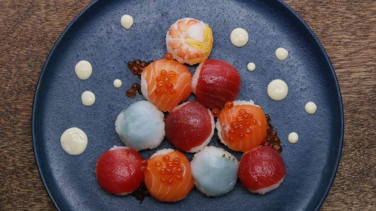 20個分材料ごはん(固めに炊く) 2合A.砂糖大さじ3A.酢 大さじ3A.塩 小さじ1まぐろ適量サーモン 適量いか 適量大葉 適量ボイルえび 適量いくら 適量<錦糸卵>卵 1個片栗粉大さじ1水 大さじ2<わさびマヨ>マヨネーズ…