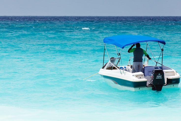 En Surcando Mares podrás alquilar un barco a motor para hacer turismo mientras disfrutar del mar. Asimismo, podrás obtener tu licenciatura náutica.