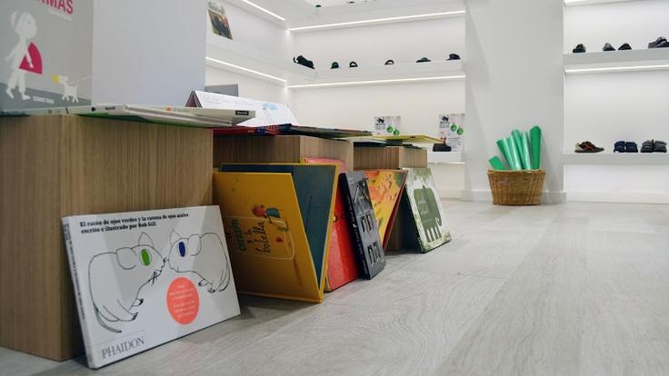 """Taller creativo en Callaghan """"El mundo en una caja de zapatos"""" - 104527176807455957020 - Álbumes web de Picasa"""