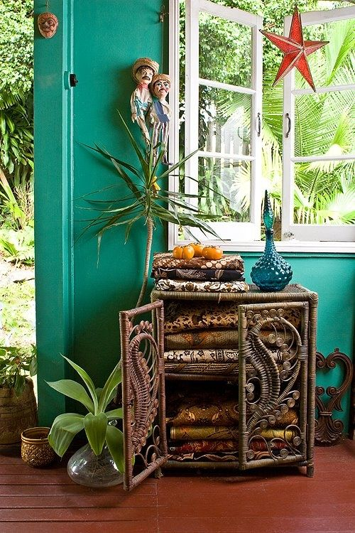 Bohemian, tropical home. Love the little cupboard in front of the turquoise wall. And that red star in front of the window makes me think this is in Cuba...
