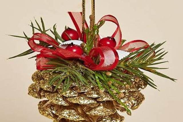 Összegyűjtött néhány fenyőtobozt, majd minden idők legszebb karácsonyi dekorációit készítette belőlük! Elállt a lélegzetünk! harmadik oldal