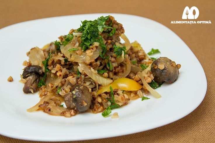Salată de hrișcă garnisită cu ciuperci » Alimentația Optimă