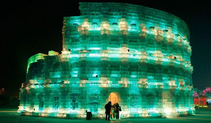 Foto delle sculture di ghiaccio all'Harbin Ice Festival n.25