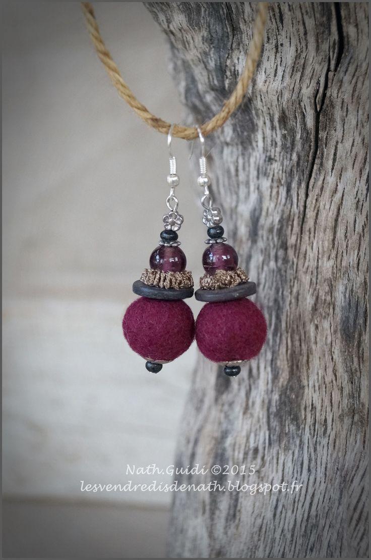 Boucles d'oreilles fuschia, perles de laine, bois, métal et ruban : Boucles d'oreille par les-vendredis-de-nath