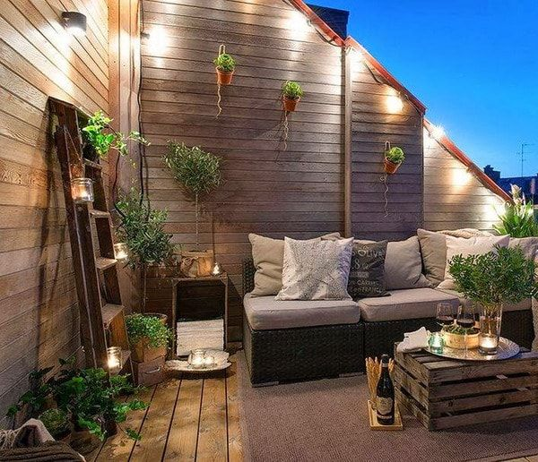 Bonita terraza con mucha madera