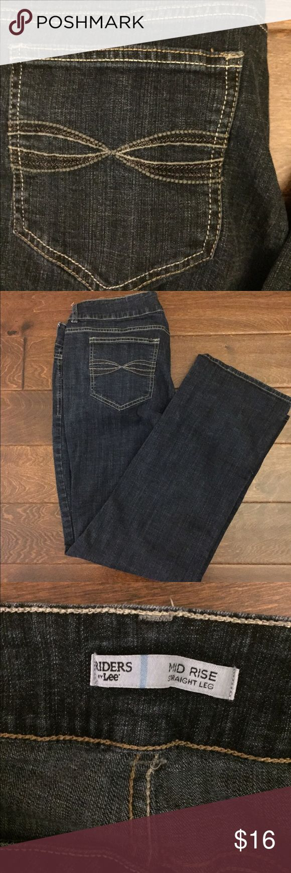 ☎️ Lee Rider Jeans Size 16 Petite ☎️ Fabulous and comfy pair of Lee Rider jeans. Lots of stretch. Excellent condition. Size 16 petite. Straight legged. Lee Pants Straight Leg