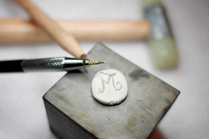 Tus joyas grabadas hablan de tí Aprende a hacer joyas de plata - Blog de Joyas. Aprende a hacer joyas de plata. SIN FILTROS