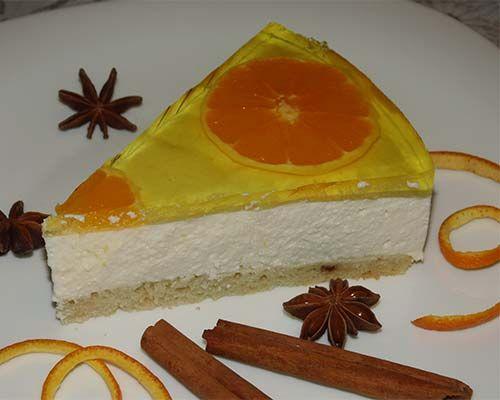 Желейный торт с творогом - очень вкусный десерт. Всем гостям придется по вкусу такой желейный торт. Оформление желейного торта может быть разным.