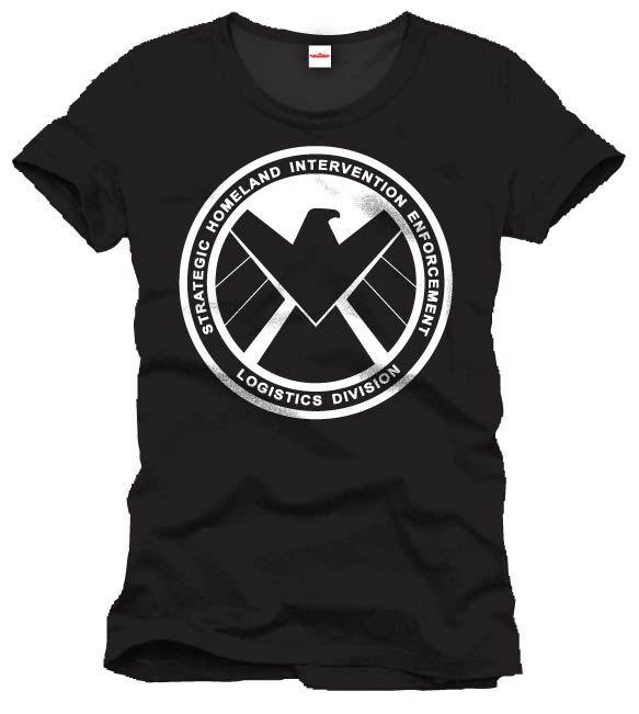 Camiseta logo SHIELD. Capitán América Camiseta al más puro estilo vintage en color negro 100% oficial y licenciada con la imagen del popular logo de SHIELD. Ideal para los fans del Capitán América y los héroes de Marvel.