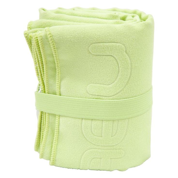 La fameuse serviette microfibre qui permet un gain de place considérable dans la valise !