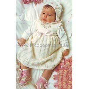 Вязанный костюм для новорожденной девочки