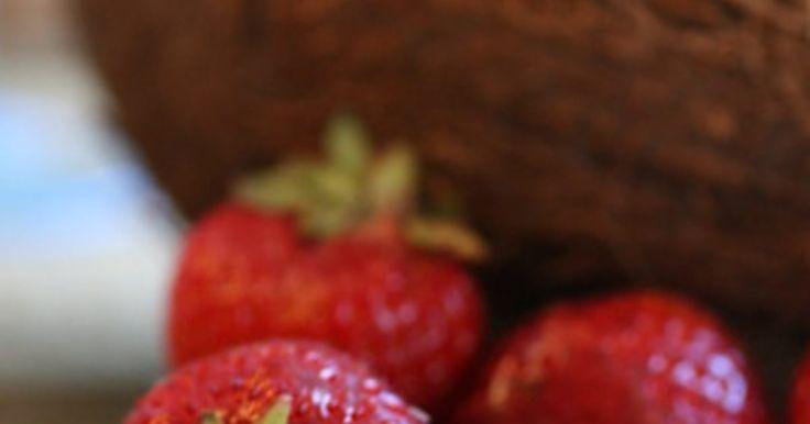 Las mejores maneras de aumentar 5 libras (2,25kg) comiendo sano. Aumentar de peso no es algo difícil, gracias al alto contenido de grasa y a la comida chatarra alta en calorías que puedes encontrar en los supermercados y restaurantes. Aumentar de peso sanamente no es algo fácil, ya que el atiborrarse de comida daña al cuerpo. Puedes subir de peso de manera saludable combinando el consumo de alimentos nutritivos ...