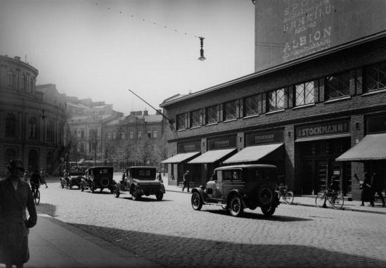 Stockmann Keskuskadun puolelta vuonna 1933 (Kuva Hgin kaupunginmuseo, Sakari Pälsi).