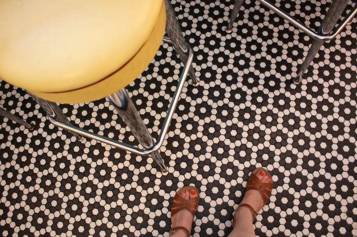 Plaster miodu – płytki podłogowe i ścienne, funkcjonalne i eleganckie…