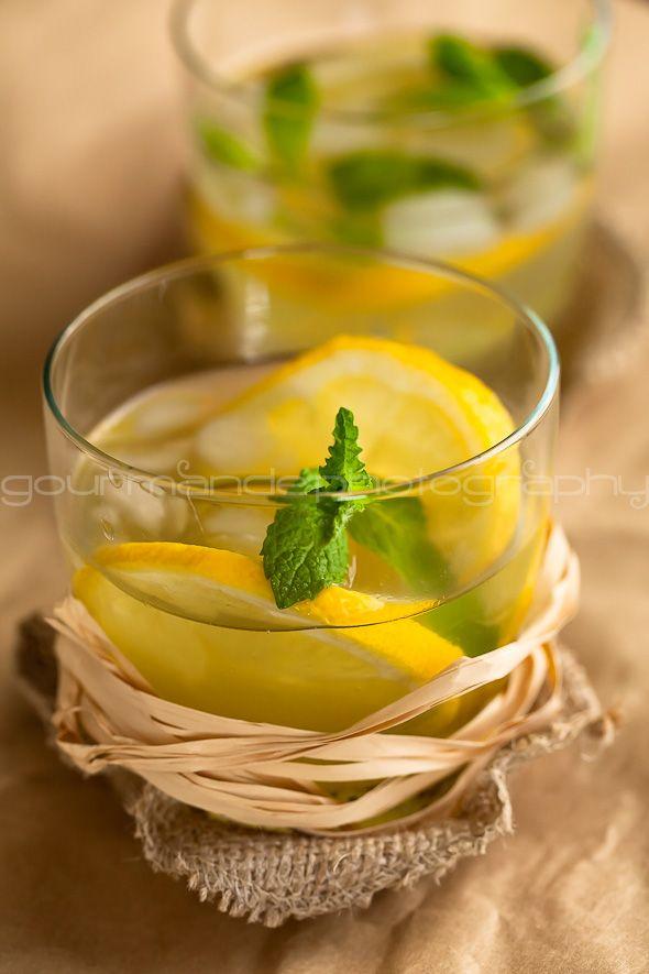 Honey Ginger Lemonade.: Alcohol Drinks, Summer Drinks, Lemonade Recipes, Gingers Lemonade, Honey Gingers, Healthy Recipes, Healthy Drinks, Bourbon Lemonade, Drinks Ideas