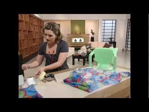 Customização de cadeiras plásticas com tecidos Aulas de Artesanato, Dicas e Ideias.