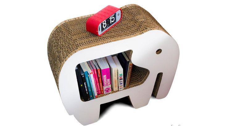 Para dar un toque creativo y diferente a tu casa, además de la madera, también puedes encontrar originales muebles de cartón que pueden quedar ideales.