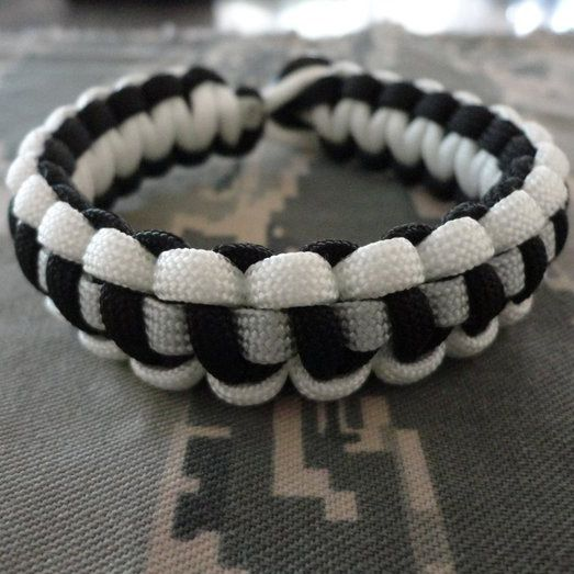 Carry A Supply Of Emergency Paracord With You At All Times Survival Bracelet Bracelets Offer Stylish And Convenient Way