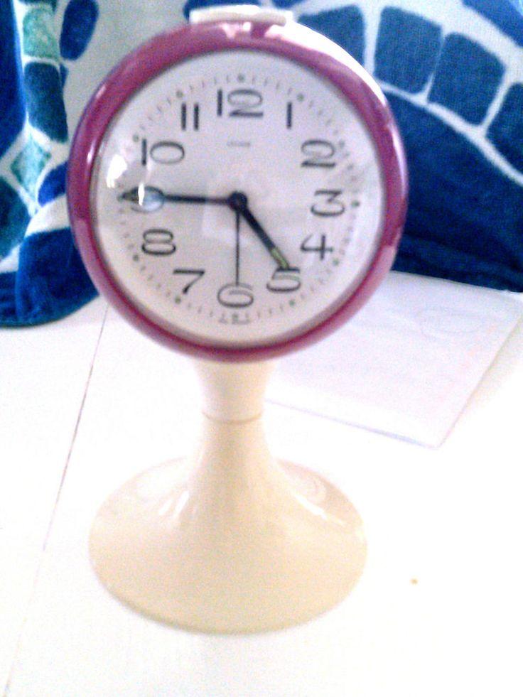 70´s Desk Clock fushia-off-white tulip base Monroe West Germany Space Age Jetson