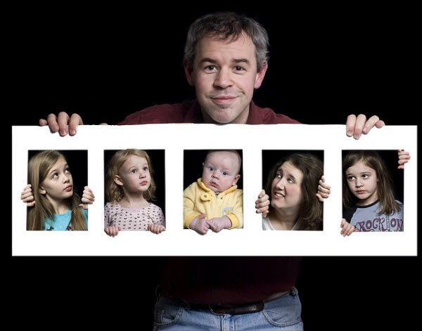 Composite Family Portrait, Fun and Creative Family Photo Ideas, http://hative.com/fun-creative-family-photo-ideas/,