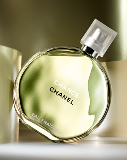 picked up a bottle of chanel chance eau fraiche tonight. reminds me of dolce and gabbana light blue, but expensive.