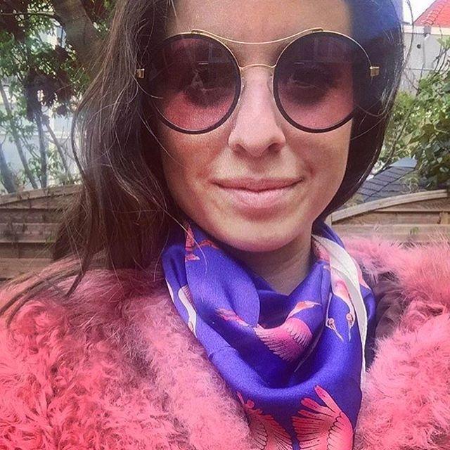 Elizabeth from @styleandstories_ rocks with our Espátula #silkscarf