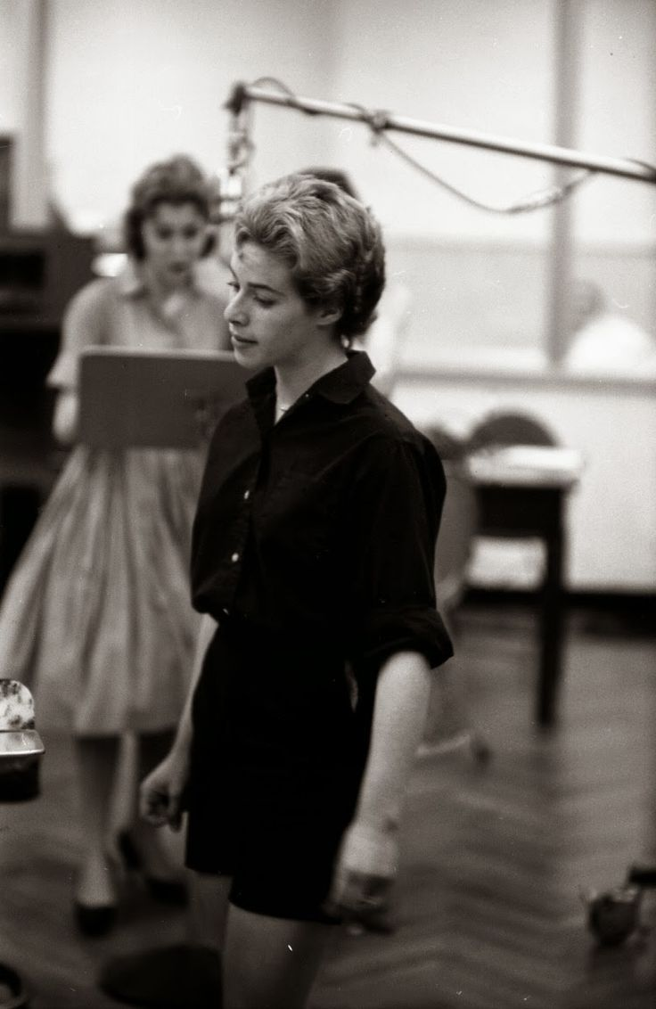 Carole King aged 17, oh my god, she looks like Amy *starts to cry*