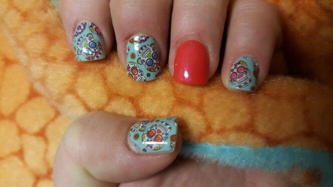 Jamberry; dia de los muertos; jamberry on acrylic nails; mixed manicure; sugar skulls; short nails
