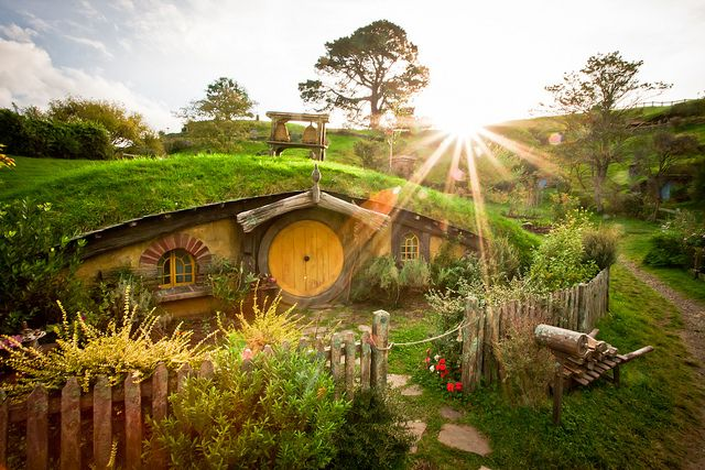 A Hobbit Hole In The Shire Looks Like Sam 39 S Lotr