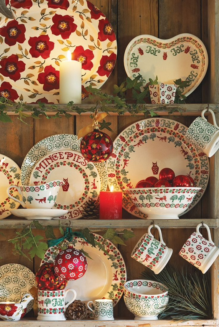 Love this idea of adding the battery operated candles to the dish cupboard ... Christmas ... & 25+ best ideas about Holiday dinnerware on Pinterest | Christmas ...