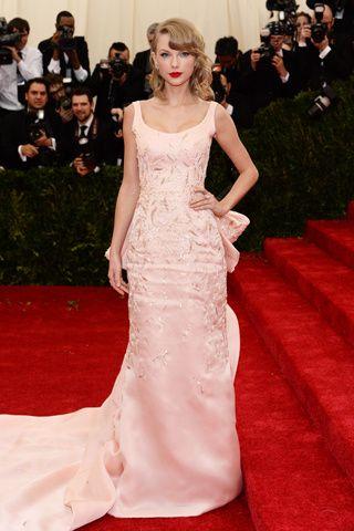 Red carpet del Costume Institute Gala 2014: Taylor Swift en Oscar de la Renta