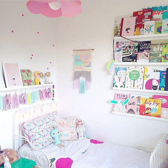 la tablette au dessus du lit petitevintagebel s instagram posts instagram online. Black Bedroom Furniture Sets. Home Design Ideas