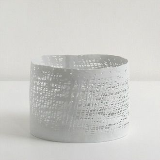 purity of line in the porcelain ceramics of henk wolvers »