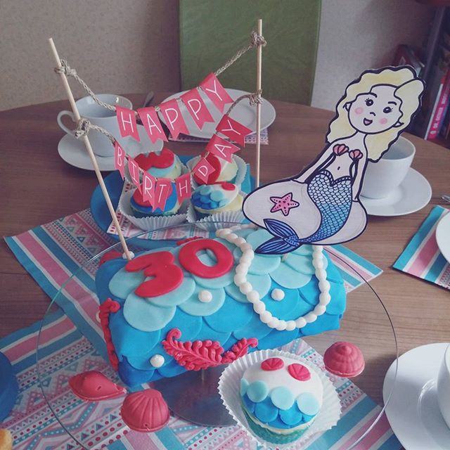 Forever a Mermaid  Birthday Cake and Cupcakes for my sister ❤ #mermaid #cakelove #birthdaycake #sea #mermaidcake #pearls #sugarcraft #fondant #motivtorte #meerjungfrau #cake #kuchen #torte #instacake #instafood #cakeidea #birthday #ganache #biskuit #lemoncake #cupecakes #papercraft #chocolate #instacupcake #baking #bake #blue #schokolade
