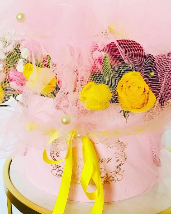 Yellow Pink Red Floral Arrangement For A Birthday Gift Video In 2020 Floral Arrangements Fresh Flower Delivery Flower Delivery