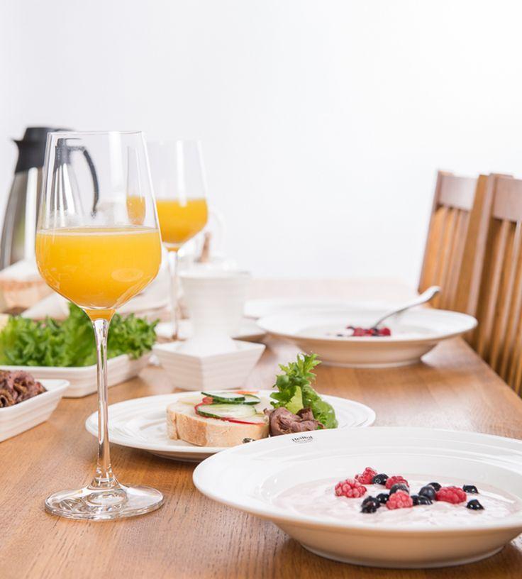 Yhteinen aamiainen on terveellisin aamiainen!  #THL #ruokailo #rakkaudellakeittiössä #ruokasuositukset  Kattauksen Heirol astiat: http://bit.ly/1ZRLWKl