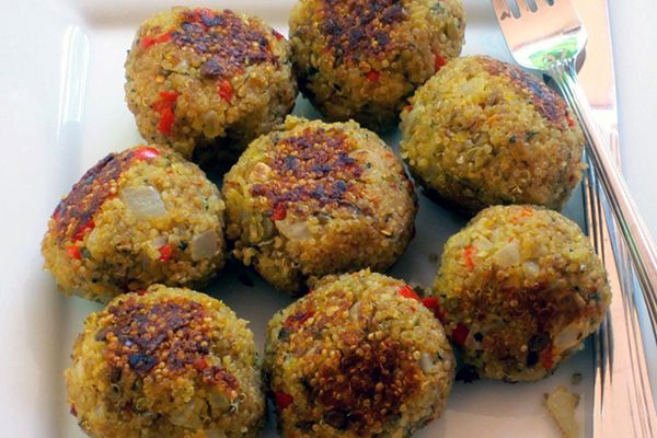 Quinoa (Meatless) Meatballs are just as hearty as a traditional beef meatball, but much lower in saturated fat!  #quinoa #meatlessmeatballs #vegetarian