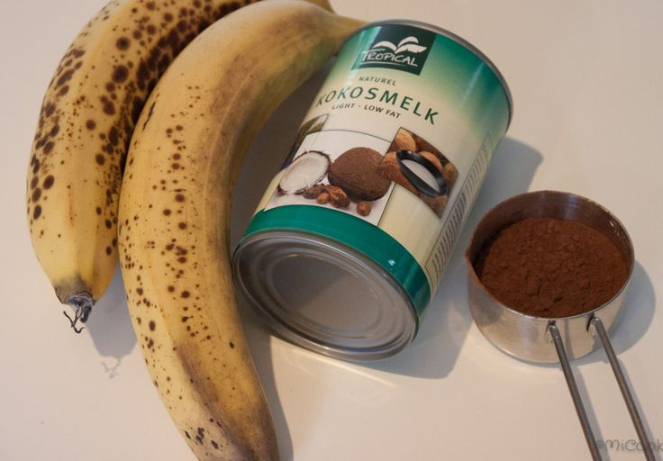 Healthy choco mousse. Chocolate mousse with bananas & coconut milk. Chocolademousse gemaakt van bananen en kokosmelk.