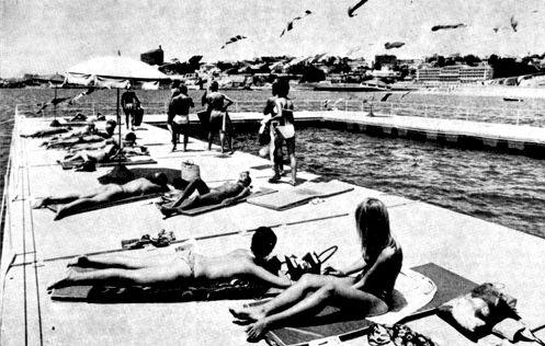Praia Piscina Flutuante do Tamariz, 1970. Eduardo Anahory