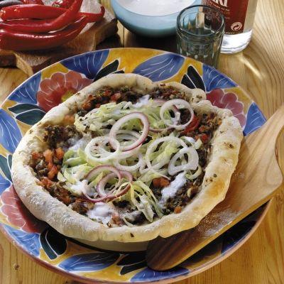Pizza turceasca (lahmacun) recipeTarts Sarat, Pizza Turceasca, Turceasca Lahmacun, Retete Aperitive, Ghid Culinar, Gandit Vreodata, Recipes, Fels Carnea, Acest Fels