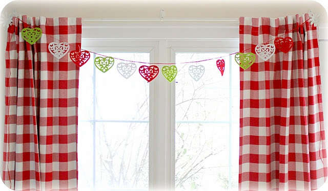 red and white checked curtains make me happy!!!