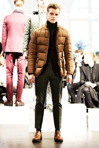 ダウンと靴をリンク メンズ秋冬ファッション<スラックス>